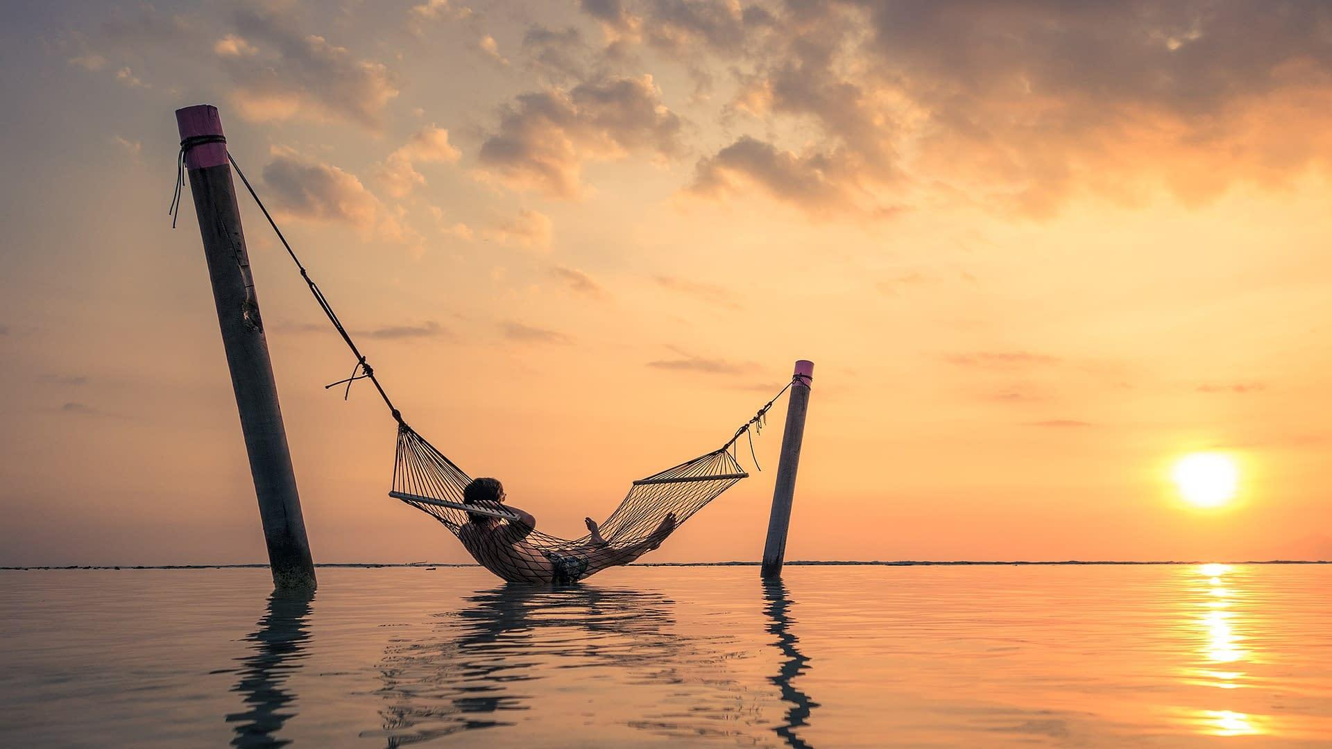 закат на море гамак Малайзия
