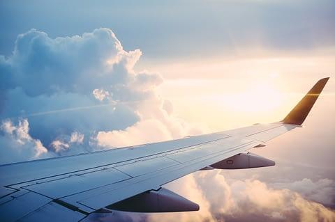 Крыло самолета небо