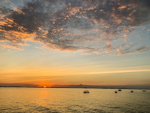 закат на море остров Бесар Малайзия