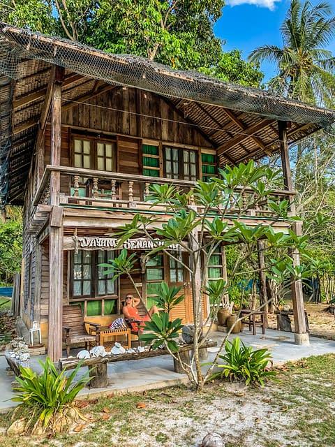 Mirage Island Resort бюджетный отель остров Бесар Малайзия